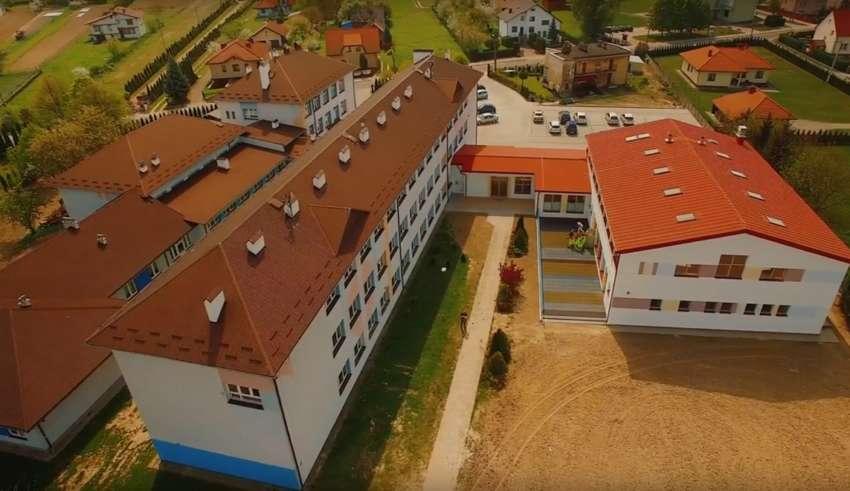 Szkoła w Sarzynie